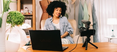 Εικόνα αναπαράστασης ενός ατόμου που χρησιμοποιεί τη λειτουργία streaming με USB