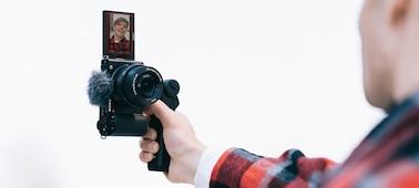 Εικόνα αναπαράστασης ατόμου που γυρίζει βίντεο κάθετα