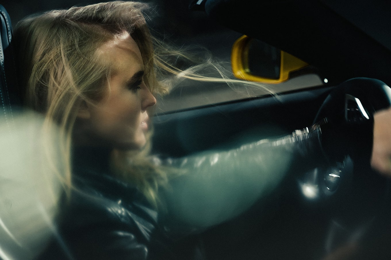 frederic-schlosser-sony-alpha-7RIII-close-up-of-girl-driving-a-sports-car