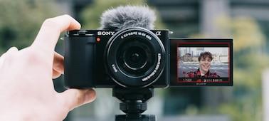 Λήψη selfie, χρησιμοποιώντας το προϊόν με την οθόνη ανοιχτή σε ανάκλιση