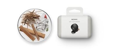 Εικόνα συσκευασίας των WF-1000XM4 μαζί με διάφορα υλικά συσκευασίας φιλικά προς το περιβάλλον